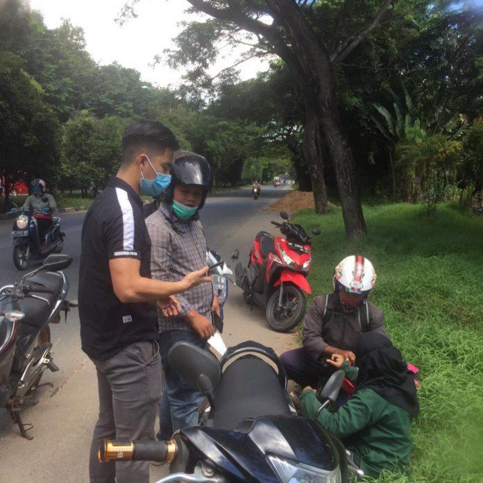 Mobil Agya Menabrak Dua Unit Motor Di Depan Taman Niaga Sukajadi