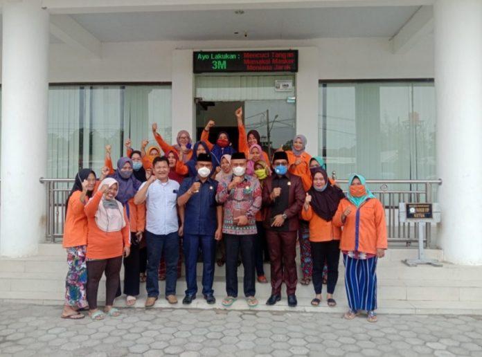 Kantor DPRD diserbu Pasukan Orange