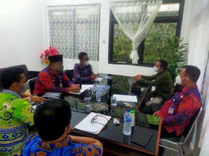 Camat Tbt Dan Kepalow Tiyuh Pulung Kencana Mengikuti Rapat Koordonasi Dalam Rangka Finalisasi Lomba Desa Tingkat Provinsi Lampung