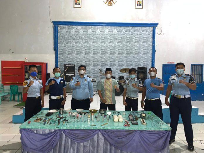 Jelang Hari Raya Idul Adha 1442 H , Lapas Narkotika Bandar Lampung Melaksanakan Razia Hunian WBP