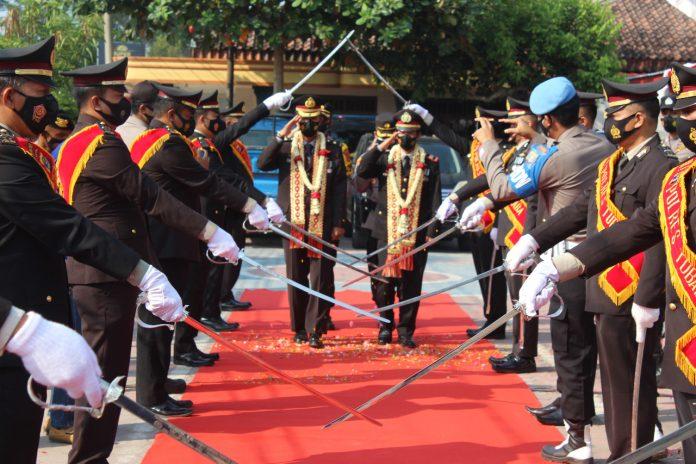 Kapolres Tubaba Pimpin Upacara Wisuda Purnabakti Personel