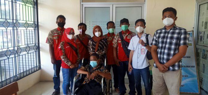 Ormas GML bersama DPC Kommari Tanggamus Bersinergi Bantu Pengobatan Penderita Struk Lumpuh